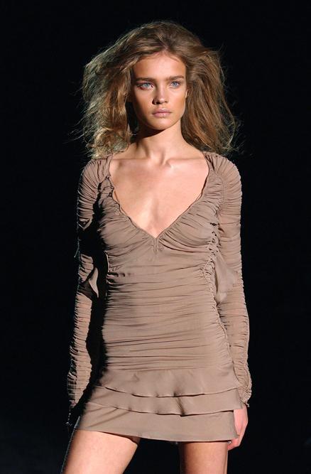 Elle a fait la couverture de la plupart des magazines de mode les plus connus, dont Vogue, Harper 's Bazaar, Marie Claire, ELLE.
