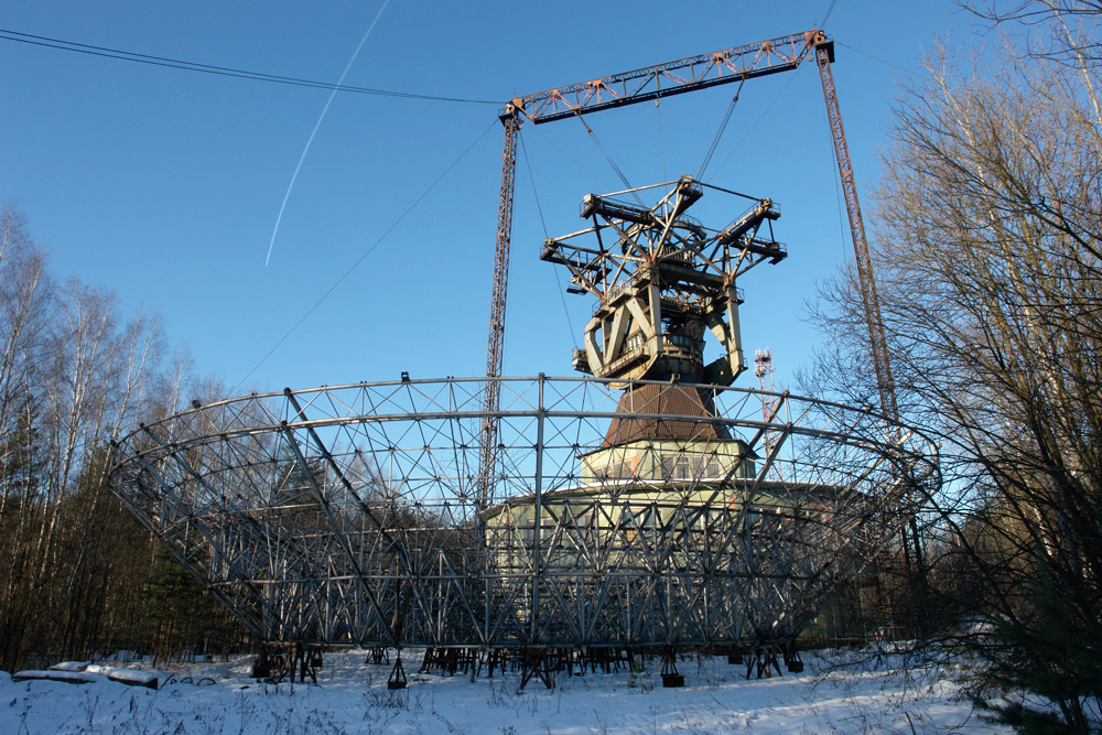 There was no need to destroy this space communications station in the Moscow region. The Soviet army was unable to complete it before the collapse in 1991. The diameter of the dish is unique: 105 feet (32 meters). It is now home to illegal seasonal workers from Central Asia.