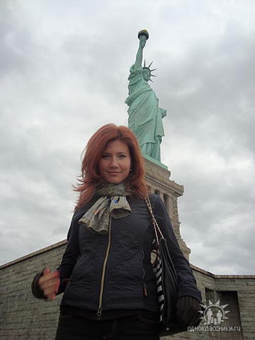 Додека уште студирала Алекс дошол во рускиот главен град и во март 2002 година ја побарал за жена.