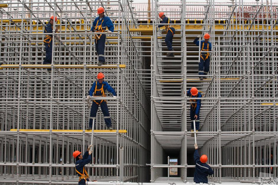 Current issues and hot topics are a major source of inspiration for many photographers. Immigration and the life of migrant workers in Russia was another topic of interest among the contestants // Building site at Pulkovo airport, Saint-Petersburg