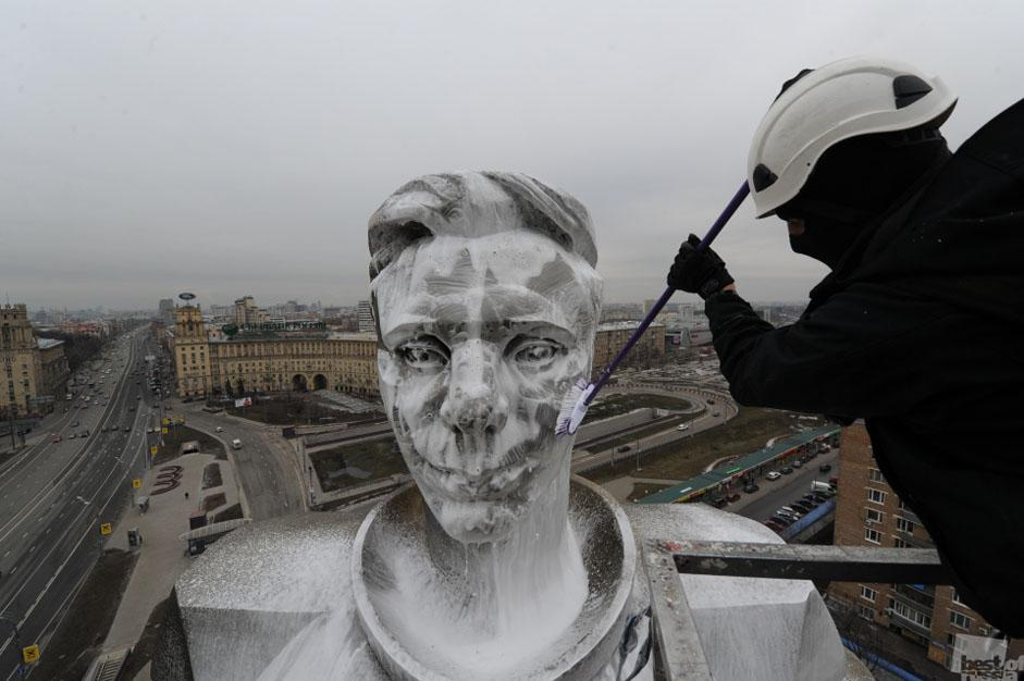 The jury called to judge the submissions consists of professional photographers, collectors and celebrities. // On the eve of Cosmonaut's Day, a municipal worker cleans a monument dedicated to Yuri Gagarin, Moscow
