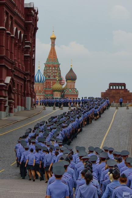 Even in this case two main angles are usually prefer by the artists: a group of people… // Procession, Moscow Kremlin