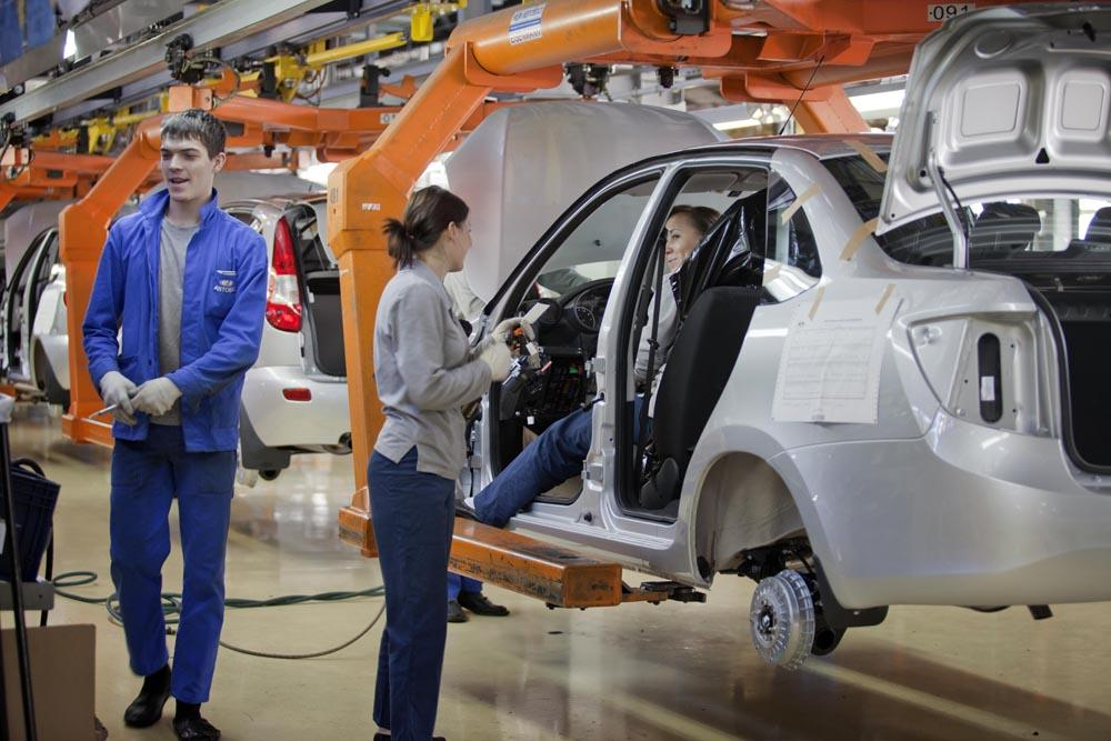 The city's main claim to fame has been automobile manufacturing by AvtoVAZ's Lada (Zhiguli) car plants, employing some 110,000 people: in cooperation with Italy's Fiat since 1970 and with General Motors since 2001.