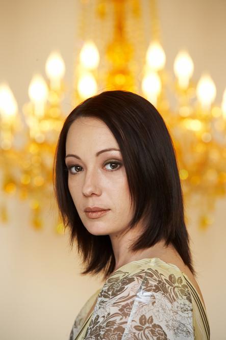"""为帮助癌症患儿,楚潘·哈玛托娃与演员蒂娜·科尔尊(Dina Korzun)一道发起了""""生命的礼物""""慈善活动,并建立了同名基金(成立于2006年12月)。"""