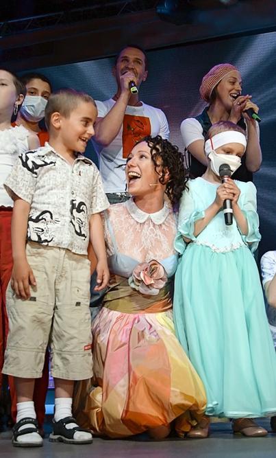 """1998年,楚潘应邀加入莫斯科""""现代人""""剧院,获得饰演《三姐妹》(伊琳娜)、《暴风雨》(卡捷琳娜)和《安东尼与克莉奥帕特拉》(克莉奥帕特拉)等剧中角色的机会。"""