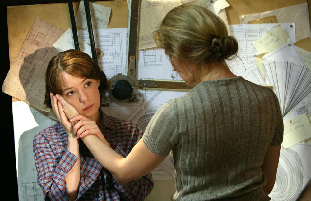 在瓦列里·托多洛夫斯基(Valery Todorovsky)执导的影片《聋哑世界》中,哈玛托娃饰演丽达一角,从而成为一名真正意义上的明星,无论观众还是影评人,都认为她是俄罗斯电影界最有天赋的年轻演员之一。