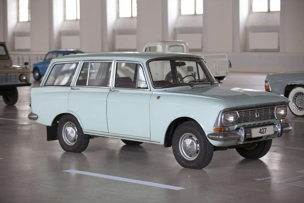 The Moskvitch M—427, a station wagon on the same base, produced from 1969, replacing the M-426 wagon. AZLK stopped making these in 1976.