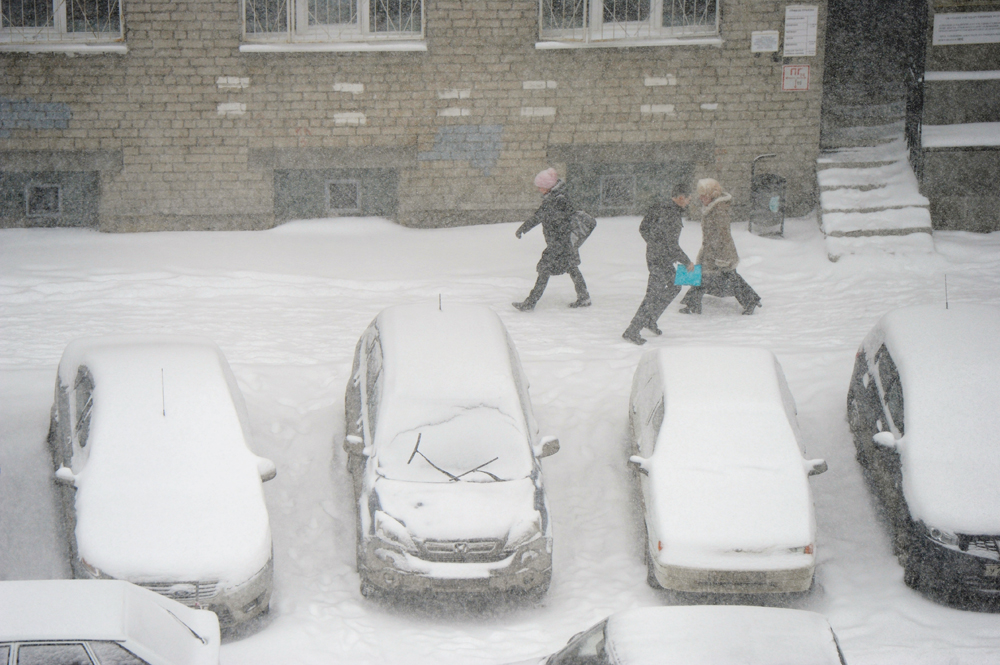 In Yekaterinburg, located in the middle of the Eurasian continent, heavy snowfall in March is not a surprise. During long winter there is a lot of snow in the city and it melts down by the end of April.
