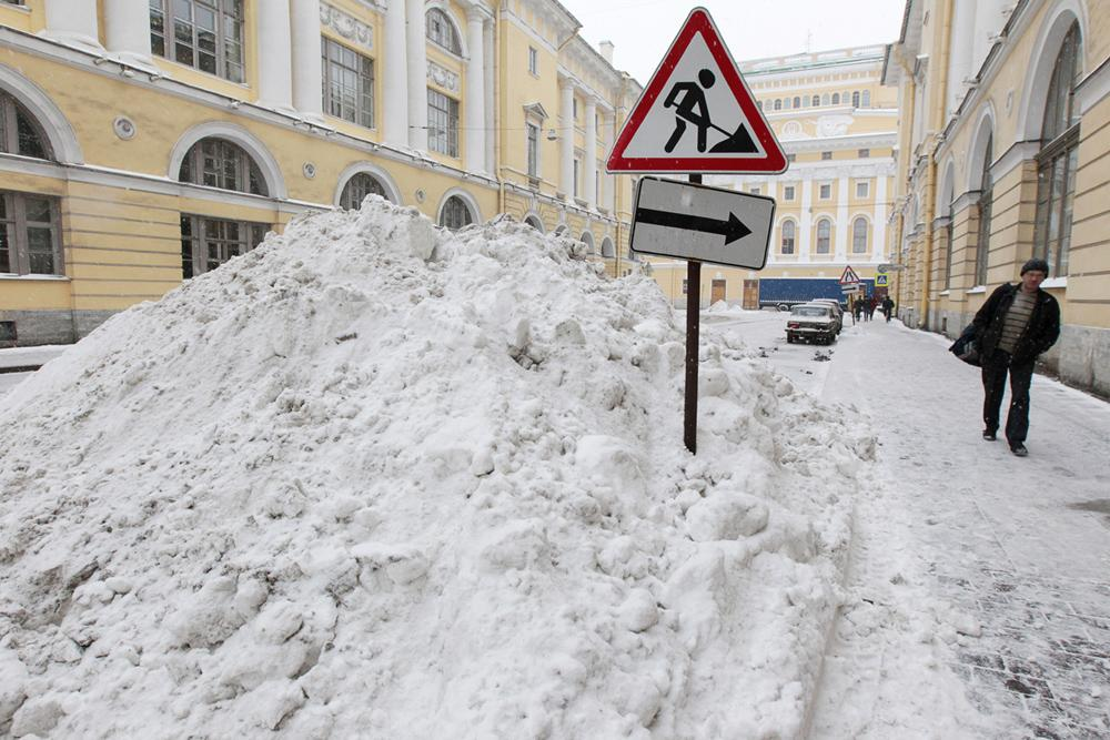 "So-called ""Northern capital"" of Russia, St. Petersburg, looks really Northern after the recent snowfall. The streets and courtyards of St. Petersburg are a complete mess. Most walkways are buried under snow."
