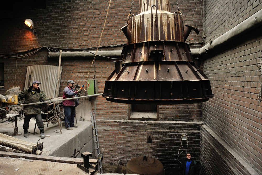 The bell is first conceived on the drawing board, after which the bell-makers produce patterns and molds.