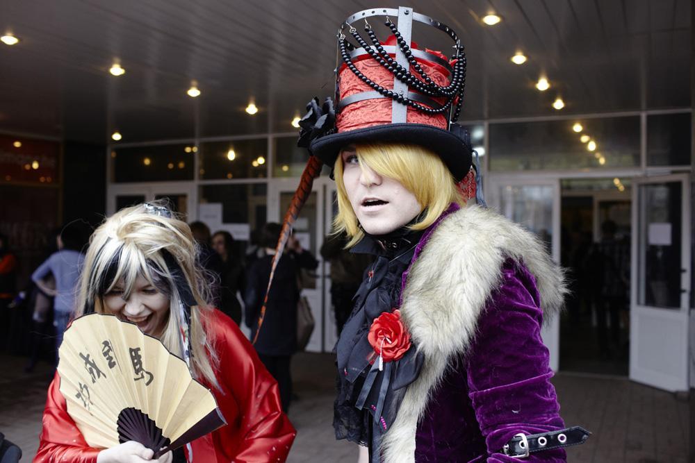 Cette pratique consiste à jouer le rôle de ses personnages préférés en imitant leur costume, leurs cheveux et leur maquillage.