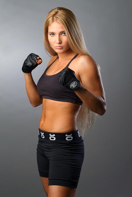Parfois, Nastia est surnommée la « Gina Carano russe » (combattante américaine de MMA).