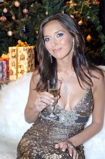 """فازت ألسو عدة مرات بجائزة روسيا الوطنية لأفضل المغنيين الروس """"الفونوغراف (الحاكي) الذهبي""""."""
