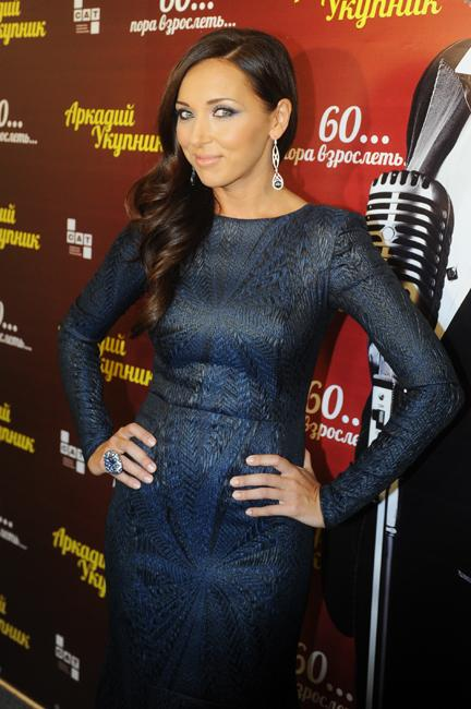 """عام 2009 شاركت ألسو في تقديم في مسابقة """"يوروفيجن"""" للغناء الذي جرى في موسكو."""