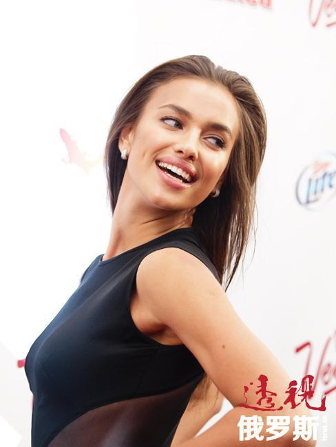 2011年,伊琳娜·沙伊克成为登上《体育画报泳装版》(Sports Illustrated Swimsuit Edition)封面的第一位俄罗斯模特。
