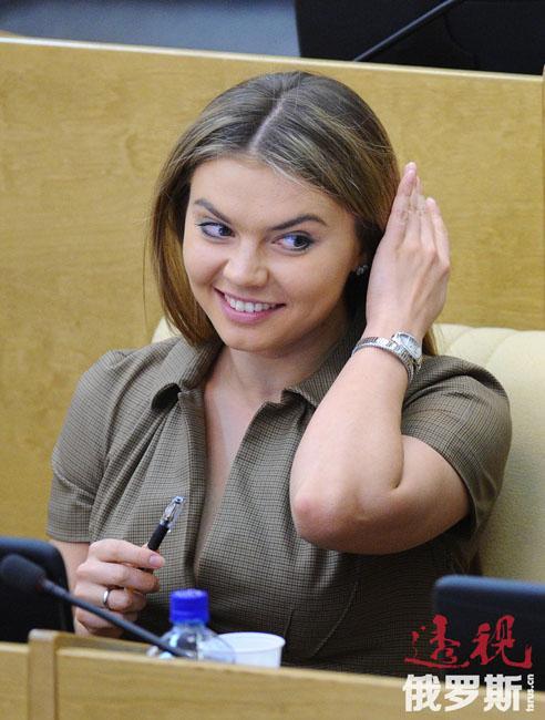 根据正式资料,2011年卡巴耶娃的收入达1150万卢布。卡巴耶娃拥有一块面积7200平方米的土地、三套住房和两辆汽车。