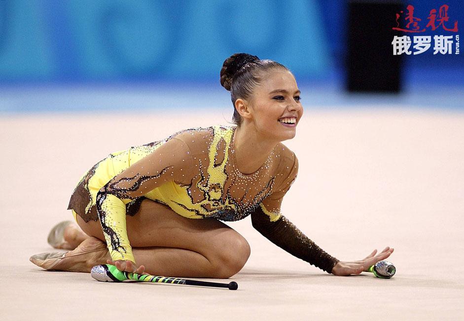 悉尼奥运会上,卡巴耶娃是公认的夺冠热门,但她在圈操比赛中出现了严重失误(器具滚出了体操毯),最后仅获得铜牌。
