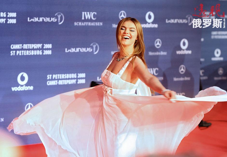 2001年,世界艺术体操顶尖高手、俄罗斯运动员阿莉娜·卡巴耶娃和伊琳娜·恰辛娜(Irina Chashchina)被控服用呋塞米,被禁赛两年。