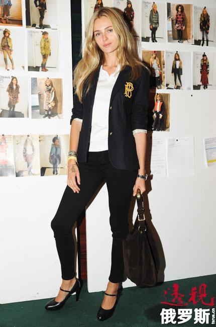 瓦伦蒂娜成为汤米•希尔费格(Tommy Hilfiger)、蔻驰(Coach)、CK(Calvin Klein)以及拉尔夫•劳伦(Ralph Lauren)等品牌平面广告专属模特,并签约7年,高调出现在各种宣传活动中为设计师助阵。