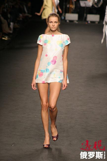 除《Vogue》外,瓦伦蒂娜还登上《Elle》和《Harper's Bazaar》等时尚杂志。此外,她还曾经代言巴黎世家(Balenciaga)、迪奥(Christian Dior)、浪凡(Lanvin)、杜嘉班纳(Dolce & Gabbana)、古奇(Gucci)和瓦伦蒂诺(Valentino)等品牌。