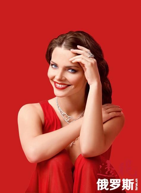 """这对夫妇的共同的成就是:被《你好》杂志评为""""俄罗斯最时尚情侣""""、因影片《我不说》获第九届""""火之魂""""国际电影节最佳组合表演奖、2010年被《Glamour》杂志评为年度夫妇。"""