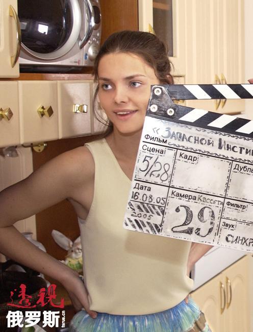 2010年,伊丽莎白嫁给了因电影《阿飞》成名的演员马克西姆•马特维耶夫(Maksim Matveev)。2012年他们的儿子出生。