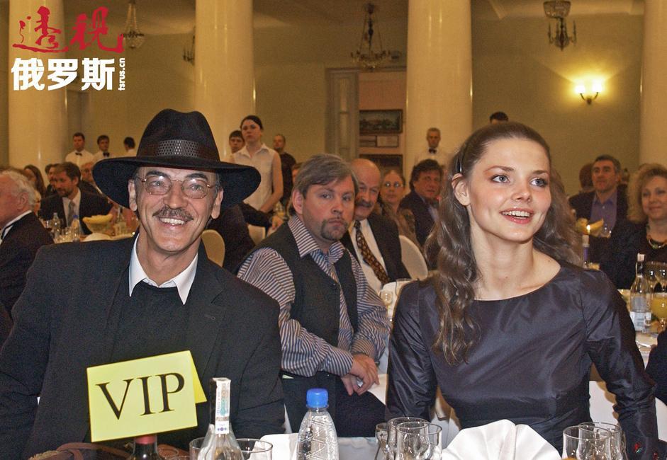 伊丽莎白•博亚尔斯卡娅(Elizaveta Boyarskaya)1985年12月20日生于列宁格勒(今圣彼得堡——编者注)的一个演员之家,父亲米哈伊尔•博亚尔斯基(Mikhail Boyarsky)和母亲拉利萨•卢普皮安娜(Larisa Luppian)都是演员。