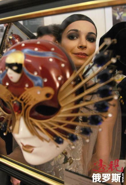 2013年2月17日,嘉娜在瑞士洛桑表演了法国编舞家贝嘉(Maurice Béjart)的传奇舞剧《波莱罗》。她是玛雅·普利谢茨卡娅(Maya Plisetskaya)之后四分之一世纪以来第一位受邀同莫里斯·贝嘉芭蕾舞团同台演出的俄罗斯芭蕾舞女演员。