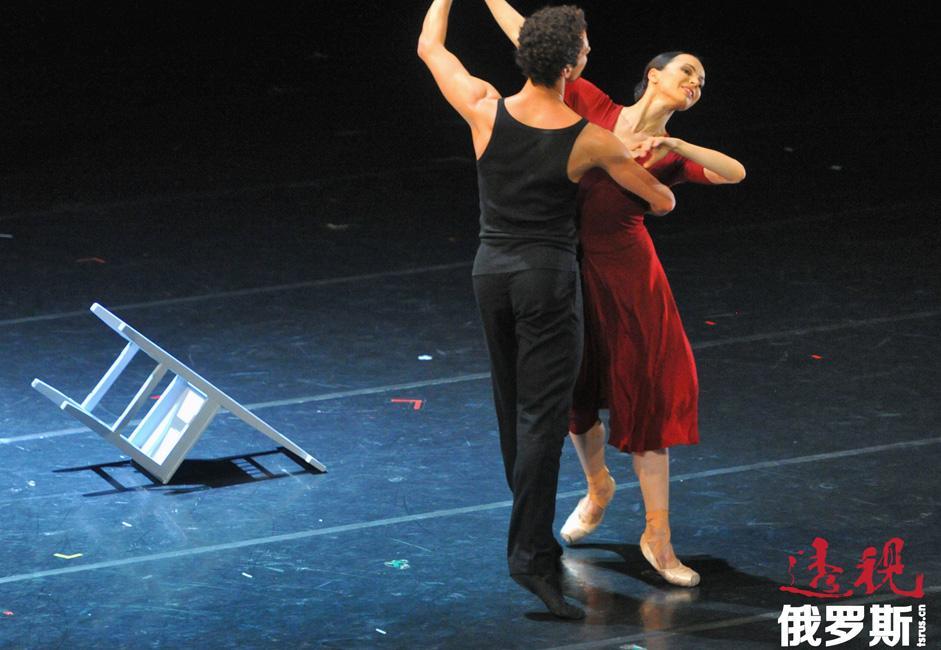 """嘉娜·维什尼奥娃曾荣获许多奖项和荣誉,其中包括俄罗斯人民演员、俄罗斯国家奖、欧洲最佳舞者奖、""""十年芭蕾舞女演员""""奖和许多其它奖项。"""