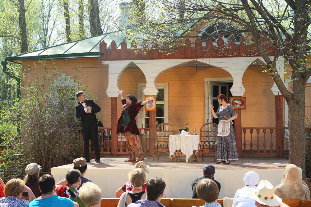 Its uniqueness is dictated by the traditional venue: the Melikhovo Chekhov Estate Museum. The natural setting of the estate stamps its mark on the Melikhovo festival program, which consists only of performances based on works by or about Chekhov.