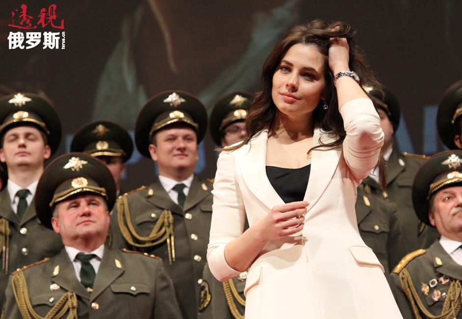 尤利娅身高168厘米,体重50公斤,三围86-59-88。