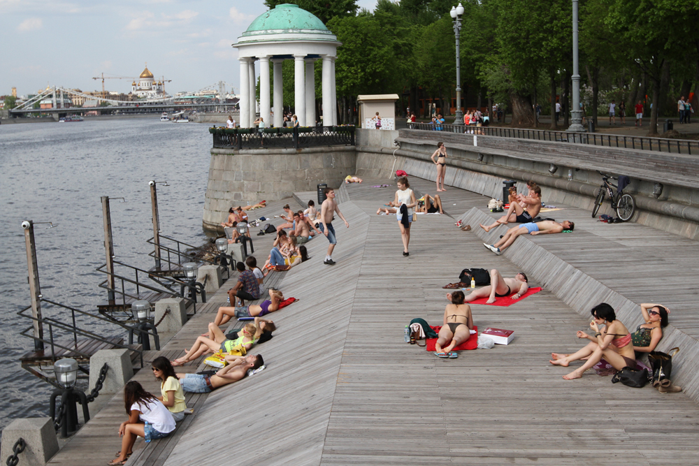 The Central Park of Culture and Leisure named after A.M. Gorky is a popular place in Moscow among those who want to tan.