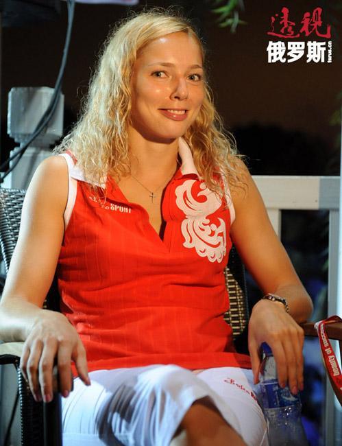 """2006年,她被国际篮球联合会正式评为""""篮球小姐""""。"""