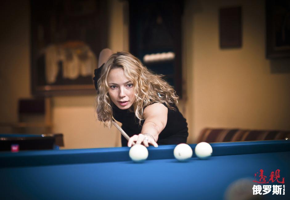 2003年,伊洛娜回到故乡萨马拉,加入拥有多名俄罗斯篮球明星的当地女篮俱乐部队。