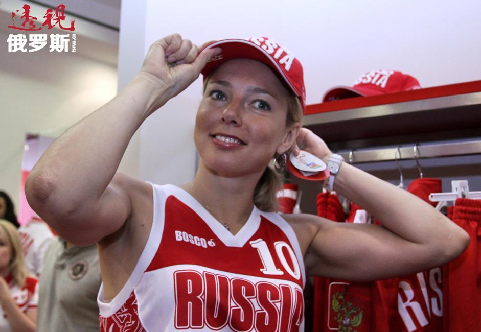 良好的教育背景、平易近人的性格和出众的外貌让伊洛娜不仅在俄罗斯,还在欧洲成为宣传篮球运动的最佳名片。