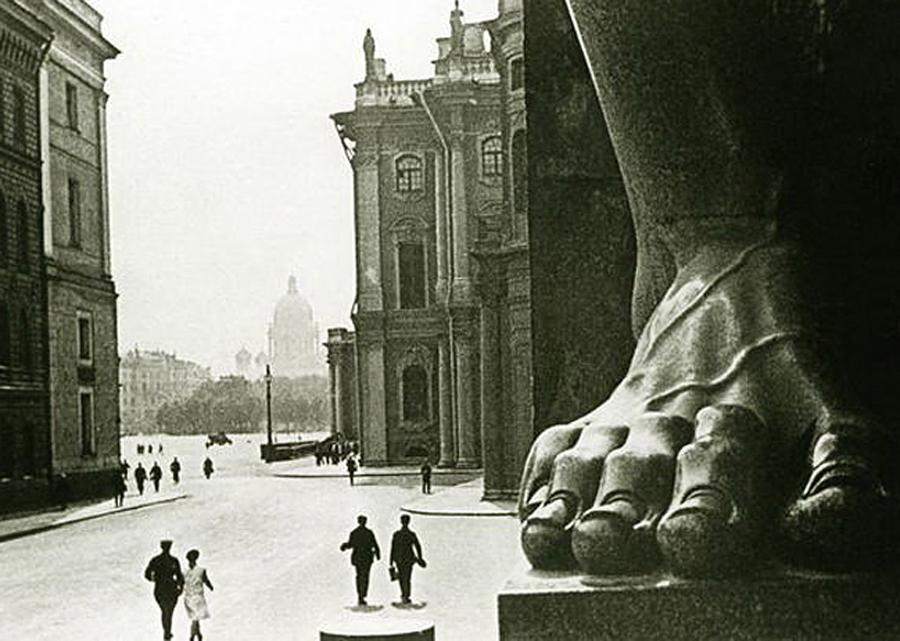 The importance of the city could not be underestimated, so it became the capital of the country. It was the capital from 1713 to 1728 and from 1732 to 1918, when the Soviets came to power.