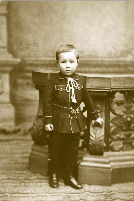 Over the next decade, the changes in children's clothing became even more noticeable. Boys aged 1-4 wore short garments with a low-set waist, sometimes with a Russian clasp on the side. Sailor suits with large down-turn collars were a particular favorite.