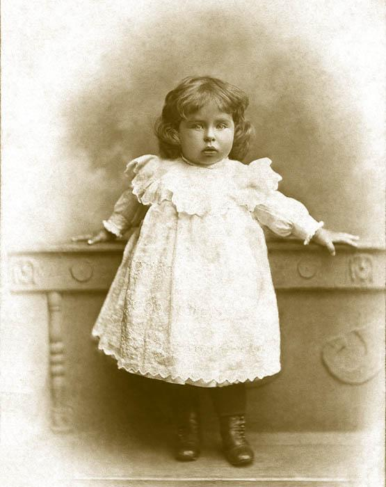 Girls aged 1-2 were attired in short dresses knitted from white zephyr wool, already similar in style to children's clothing in the first half of the 20th century. Dresses for 5-year-old girls were made with a yoke, bouffant sleeves, and a low-set sash.