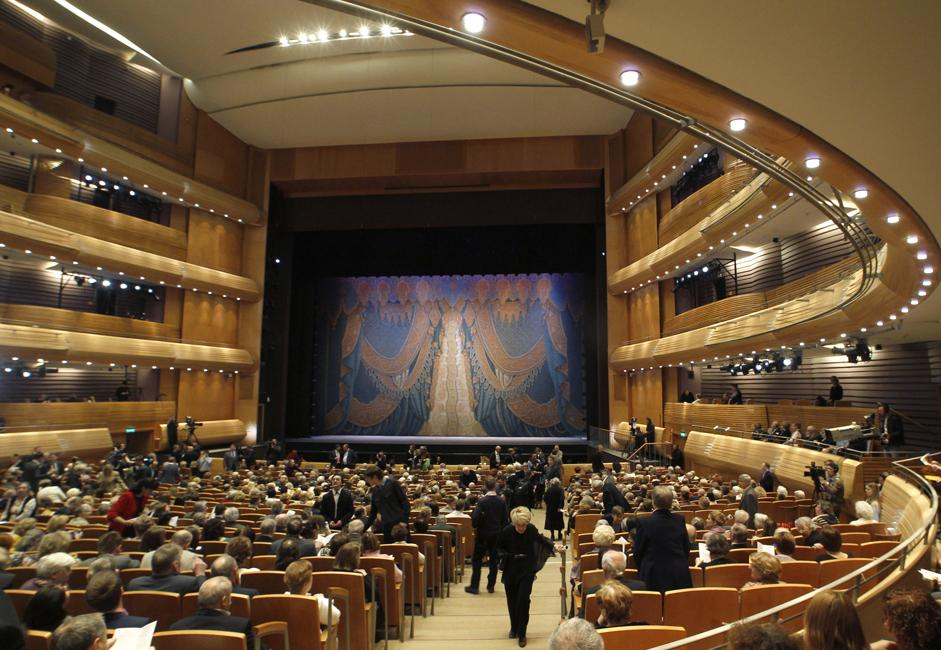 The Mariinsky II has been designed to create ideal acoustic conditions. At about 18000 m3, the hall has an ideal volume and is comparable to the world's most renowned opera houses. The auditorium's floor is separated from the concrete foundations by sound-absorbing wooden structures.  Solid wood balustrades arranged in an overlapping sequence with embedded light fixtures are located throughout the auditorium to aid sound diffusion.