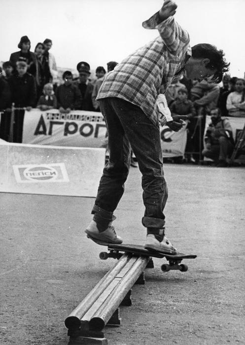 The roots of skateboarding in the USSR go back further, to the late 1970s. Boards were imported into the country in small quantities, while the press often ran brief items on this new outlandish hobby practised by Western youngsters.