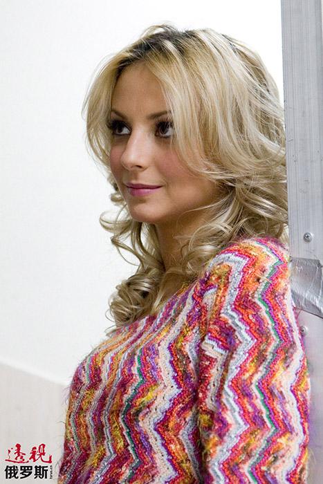 她曾两次登上俄罗斯流行男性杂志《MAXIM》的封面。