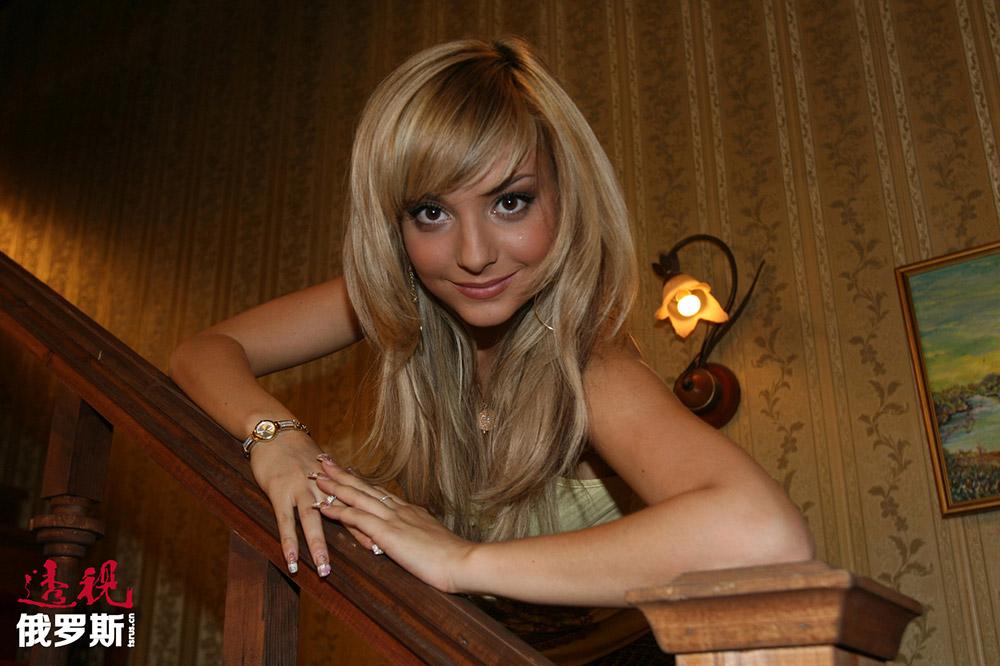 2003年,达丽娅从波多利斯克中学毕业,获得银质毕业奖牌。在学校里,她从一年级开始学习英语,五年级开始学习德语。