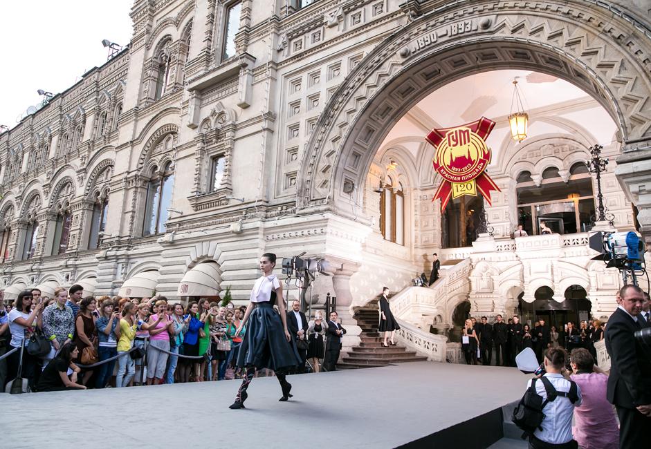The Dior show generated a public stir in Russia.
