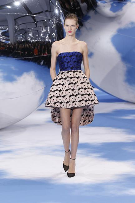 A cobalt-blue silk bustier in combination with pale pink silk skirt.