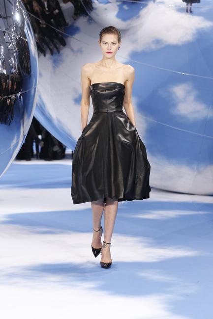 "An ""Opéra Bouffe 1949"" bustier dress in black leather."