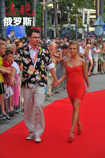 克里斯蒂娜与节目主持人加利克·哈尔拉莫夫(Garik Kharlamov)的恋情成为2013年俄罗斯娱乐圈最轰动的丑闻。为此,哈尔拉莫夫与妻子离婚。6月,克里斯蒂娜与加利克正式结婚。目前,两人正在等待第一个孩子的降生。