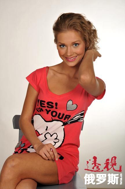 """2010年,克里斯蒂娜被《Maxim》杂志评为俄罗斯最性感女性。2011年,她获得《Glamour》杂志所评选的""""年度电视女演员""""称号。2013年,她更是获得""""时尚-演员""""类""""时尚达人奖"""""""