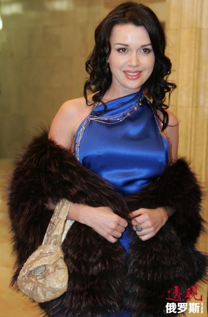 阿纳斯塔西娅•扎沃罗特纽克(Anastasiya Zhavorotnyuk)1971年4月3日出生于阿斯特拉罕的一个戏剧和电视表演世家。