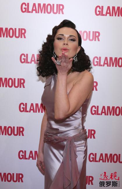 """2005年,她获得了""""最性感X""""和""""最性感女演员""""奖。"""