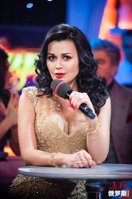 """2006年,娜斯佳荣获""""俄罗斯功勋演员""""的荣誉称号。"""